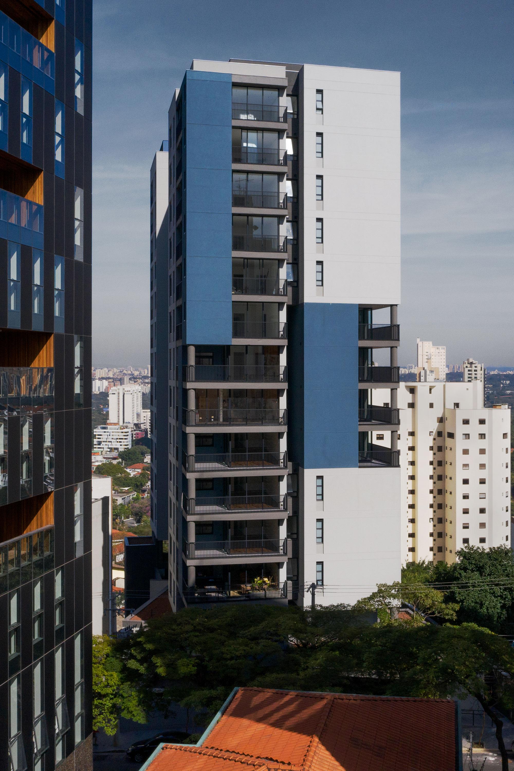 Edificio multiuso Spot 393 8